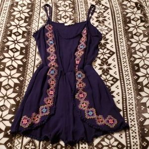 Taylor & Sage Embroidered Romper Size Medium